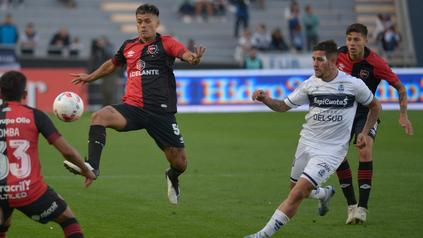 Acevedo tuvo una floja tarea frente a Gimnasia y fue reemplazado en el segundo tiempo.