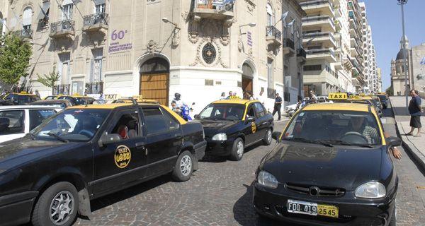 Los taxistas van al paro porque los concejales volvieron a postergar el aumento de tarifa