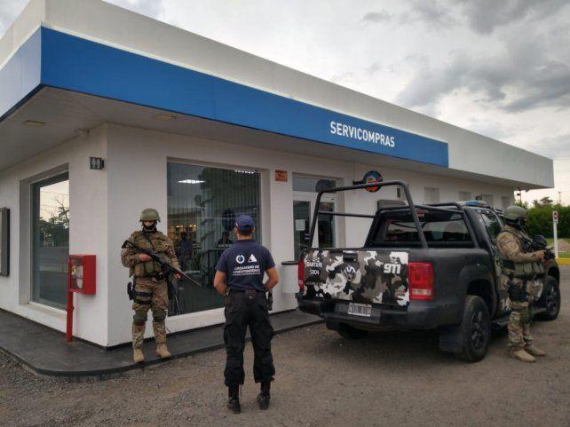La policía requisó una estación de servicio de San Lorenzo