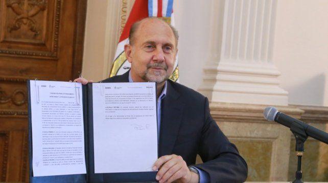 El gobernador Perotti firmó el acuerdo con la directora de la Ansés.