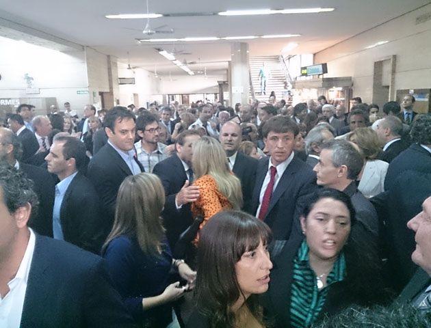 Este mediodía se reunieron en el hall de tribunales magistrados