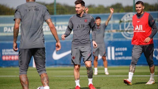 Messi se presentó a entrenar con inconvenientes físicos este lunes.