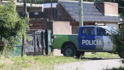 Una mujer policía murió de un balazo y detuvieron al novio