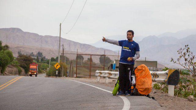 El mochilero venezolano lleva recorridos ocho países y más de 200 ciudades compartiendo sus conocimientos de astronomía.
