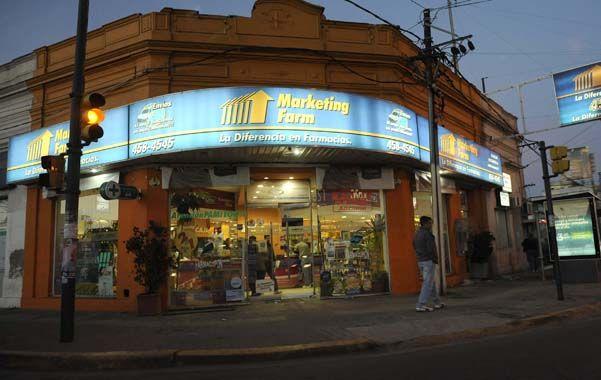 Clientes. Nadie se salvó en la farmacia de Eva Perón y Provincias Unidas.