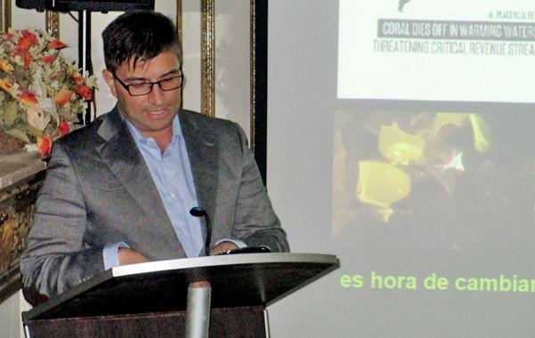 """""""Hay que educar"""". Fernando Alvarez habló ayer en Rosario en el marco del programa """"Compromiso Sustentable""""."""