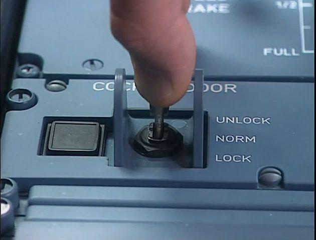 Así funciona la puerta de la cabina de un Airbus