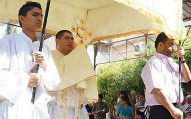 Estoico. El sacerdote Jorge Hernández