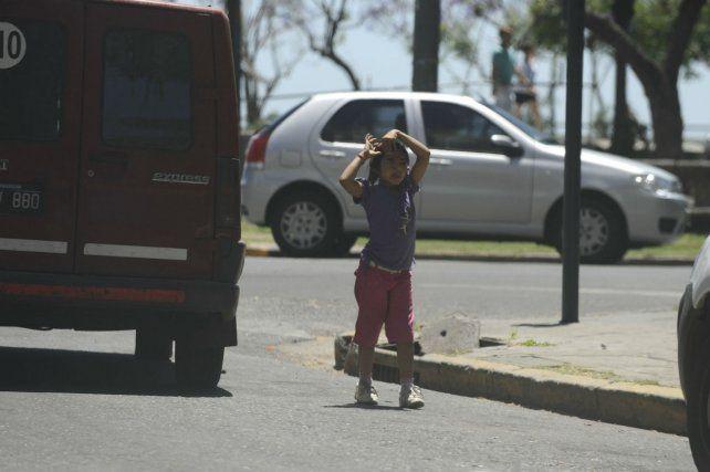 En Santa Fe proponen 60 días de arresto para quienes exploten a menores para mendigar