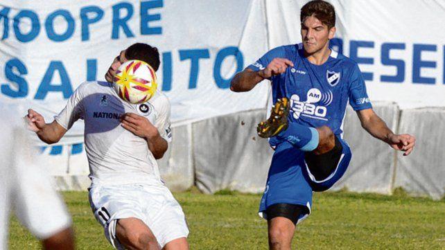 Defensor. Santiago Heredia es el marcador central izquierdo del equipo salaíto.