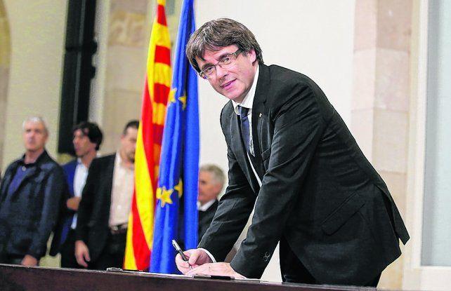 Diferido. El líder catalán firmó la declaración de independencia