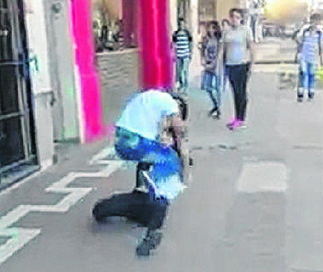 a las piñas. La pelea entre las jóvenes fue subida a Internet. El video dio cuenta del nivel de violencia.