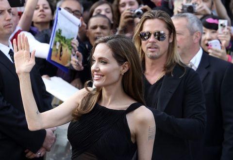 La pareja paseó por la alfombra en este caso negra que llevaba a la sala de Leicester Square donde se proyectará el último filme de Pitt. (Foto: Reuters)