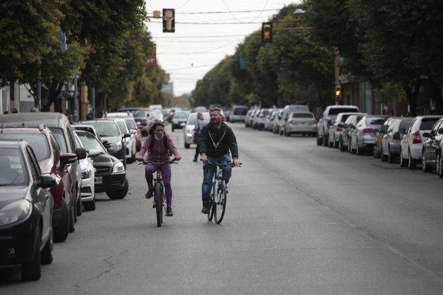 Andar en bici es correcto. Lo que no debe hacerse es no respetar el distanciamiento ni los protocolos.