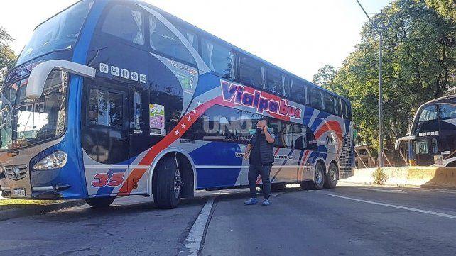 Reclamo de transportistas de turismo autoconvocados. Hace un mes se manifestaron durante más de 50 horas ininterrumpidas en la zona de la Terminal de Ómnibus. Este martes