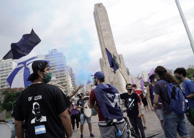 La militancia se movilizó desde la plaza San Martín hasta el Monumento Nacional a la Bandera