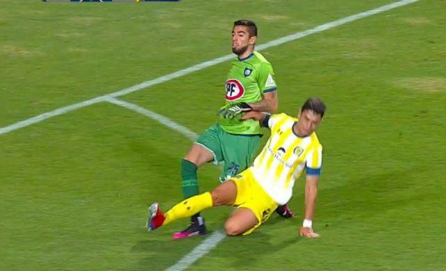Video: Martínez Dupuy vio dos amarillas en menos de un minuto y dejó a Central con 10