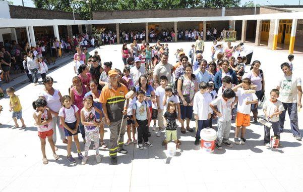 Protagonistas. La comunidad educativa de la escuela 1.209 decidió poner manos a la obra.