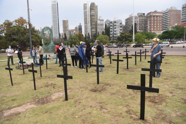 La protesta que realizaron los médicos frente al Monumento a la Bandera el viernes mostró la preocupación por las muertes.