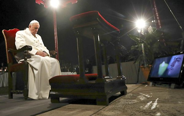 liturgia. El Papa dirige la procesión del Vía Crucis y el rezo de las 14 estaciones desde la colina del Palatino.