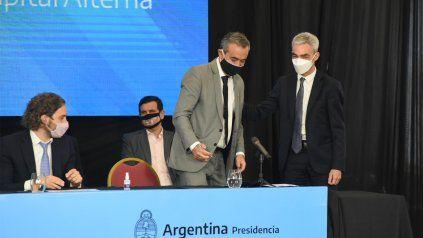 El intendente Pablo Javkin durante la firma de convenios este mediodía en la sede de Gobernación.