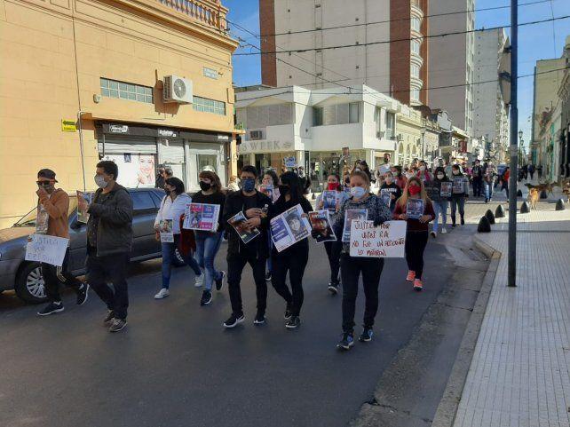 Imágenes de la marcha en reclamo de justicia que se realiza en San Nicolás.