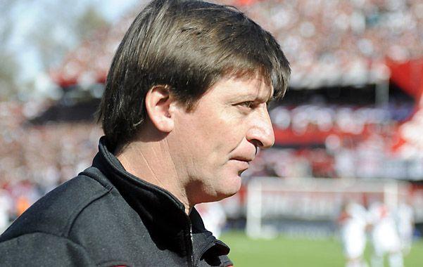 Mirada fija. El entrenador rojinegro contó que el equipo está enfocado en el tramo de definición del torneo. (Foto: G. de los Ríos)
