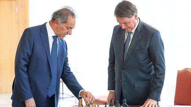 estrategia. Scioli busca enfriar la tensa relación Fernández-Bolsonaro.