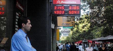 El euro se vendió hoy a 5 pesos en Rosario y Europa se aleja aún más del bolsillo argentino