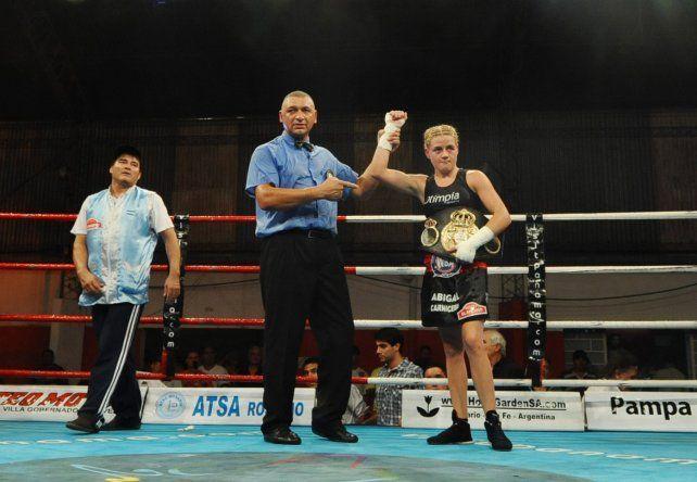 La Bonita Bermúdez pelea en Rusia por el título supergallo