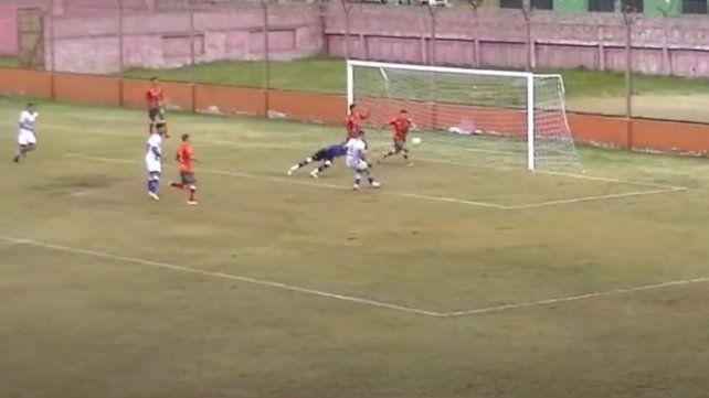 El goleador salaíto Nicolás Heiz pone el marcador 1 a 1 a los 58.