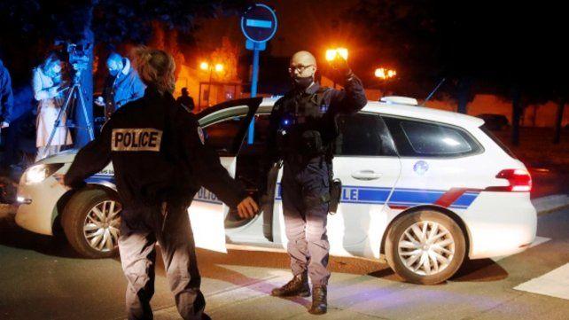 La Policía francesa sorprendió a más de ochenta personas en una orgía clandestina