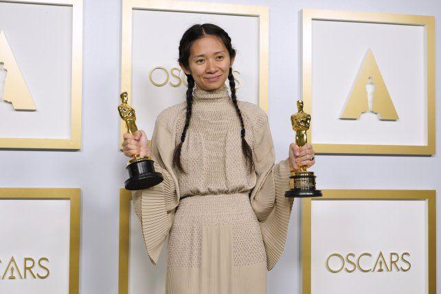 Chloe Zhao se convirtió en la primera asiática y en la segunda mujer que gana como directora.