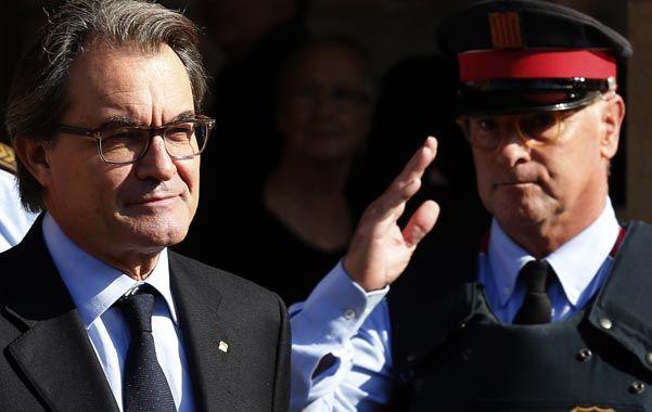 Artur Mas ingresa ayer al Parlamento. El gobernante nacionalista busca una nueva investidura. (AP)