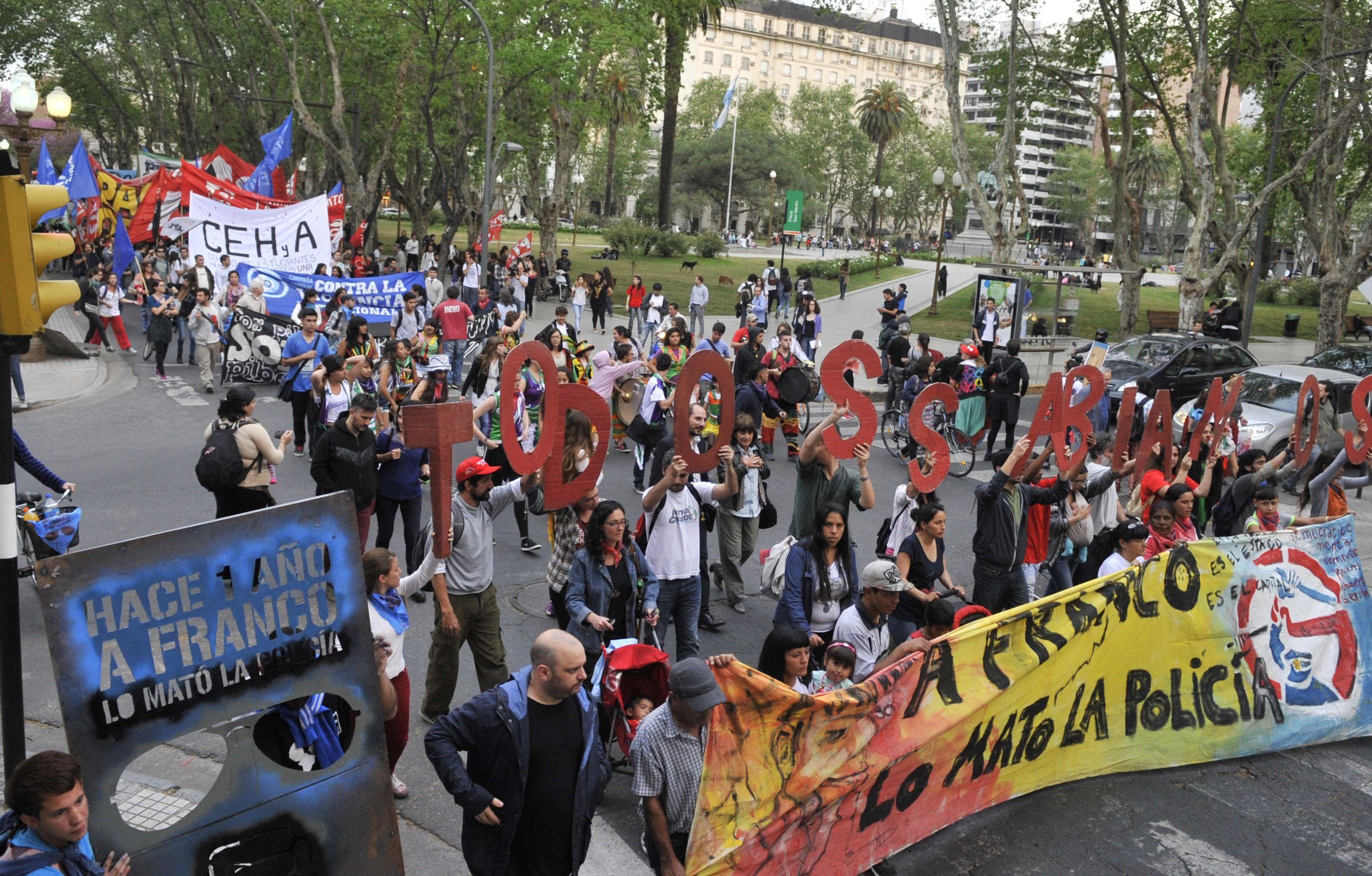 La marcha encabezada por los padres de Franco