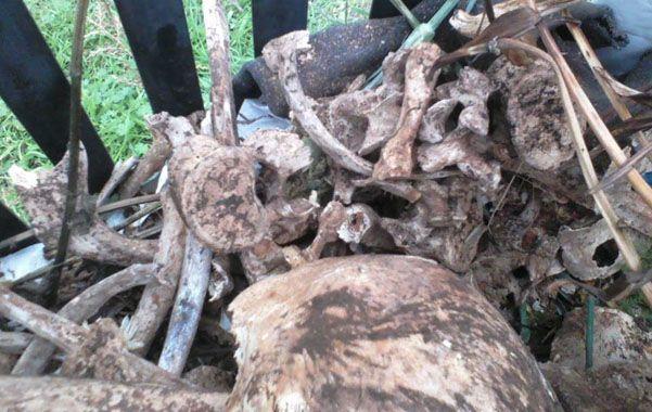Los restos óseos aparecieron en un recipiente cercano a varias tumbas.