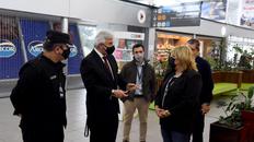 El presidente del aeropuerto, Eduardo Romagnoli, recorrió el edificio junto a la ministra de Salud provincial, Sonia Martorano.