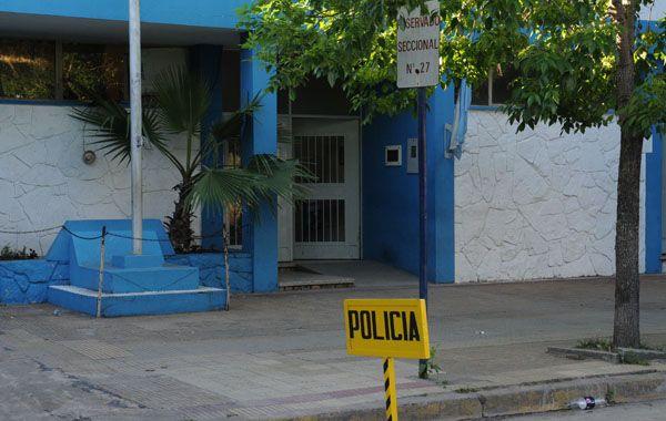La investigación del crimen quedó en manos de la comisaría 27ª. (Foto: Néstor Juncos)