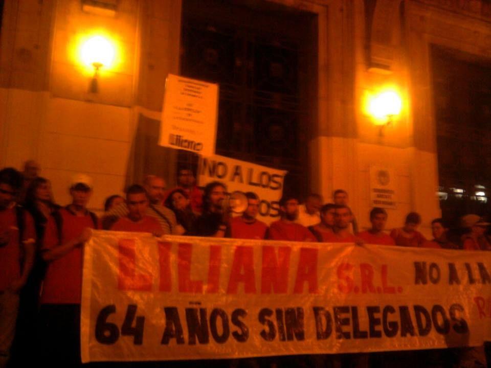 La comisión gremial de La Toma se solidarizó con los despedidos con un acto y un comunicado.