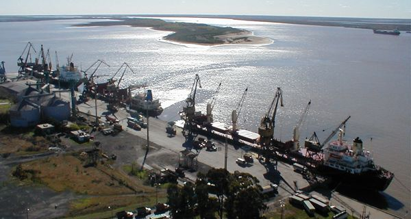 Los trabajadores levantaron el bloqueo que mantenían en el acceso al puerto de San Nicolás