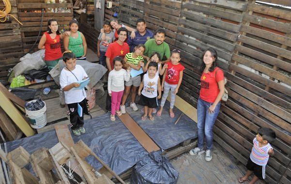Valioso aporte. El centro comunitario desarrolla tareas sociales y educativas en Villa Banana. (foto: Sergio Toriggino)