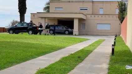 La vivienda en la que fue detenido el empresario Lucas F. es propiedad del ex piloto Oscar Poppy Larrauri.