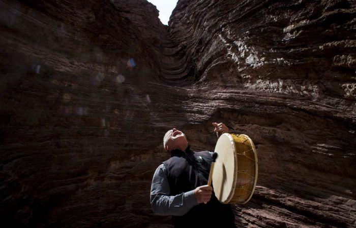 Cantar a la tierra. La serie recopila la belleza de los paisajes e intenta conocer a los pueblos originarios.