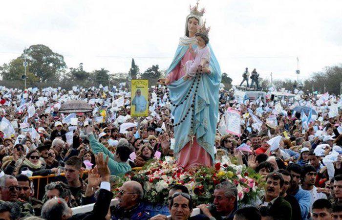 La imagen de la virgen del Rosario de San Nicolás convoca a miles de fieles.