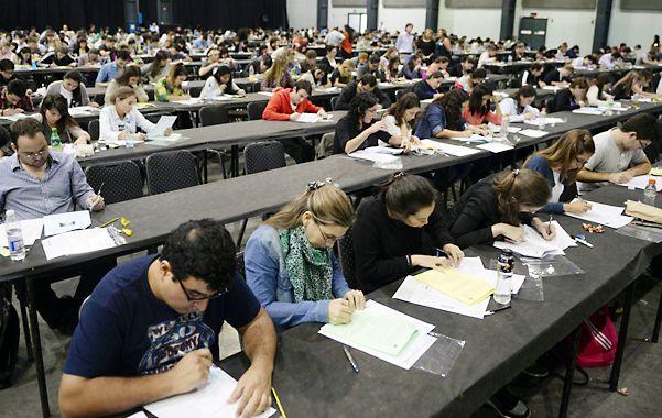 Más de mil médicos rindieron examen para cubrir unas 600 residencias