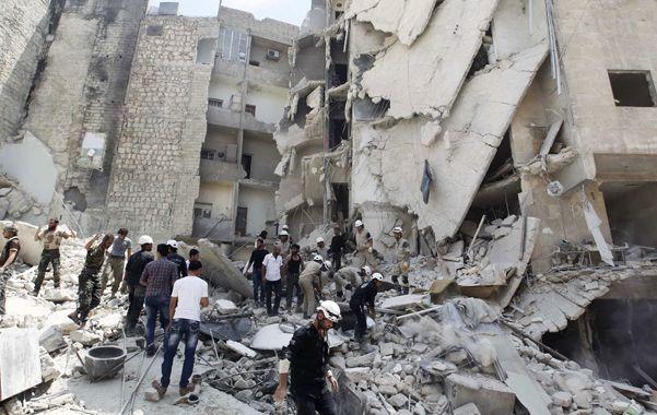 Un edificio demolido por las bombas barril en Aleppo.