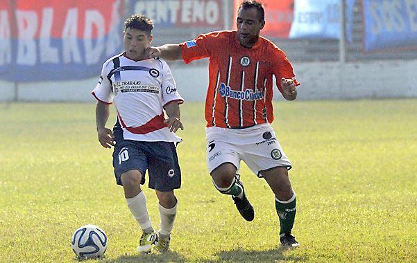 La manija. El Enano Juan Fernández es uno de los destacado en el Charrúa.