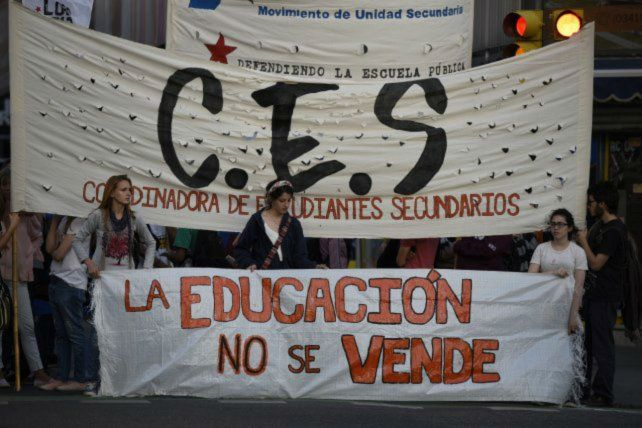 El Ministerio de Educación reconoció que no está bien sumar docentes a los Centros de Estudiantes.