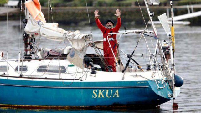 Atravesó el Océano Atlántico en velero para celebrar con su padre en Mar del Plata