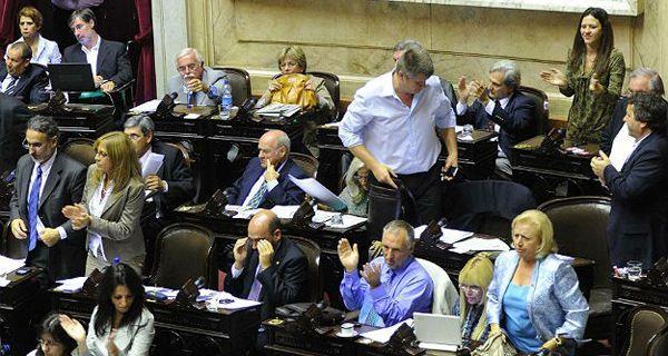 Senadores votan la expropiación de YPF en una sesión que, para Anibal Fernández, será histórica